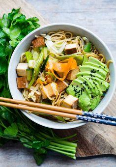 Was sich bei mir eigentlich immer im Kühlschrank befindet, ist Tofu, Karotten, Chinakohl (Saison bedingt) Soja Sauce und Gurken. Für Tofu Gemüse Chảo Mì  Dieses schnelle Nudelgericht ist ein echter Klassiker bei mir. Ihr braucht nur 8 Zutaten und 20 -30 Minuten. Es schmeckt super lecker, es ist scharf und vegan. Ihr könnt mit...Read More »