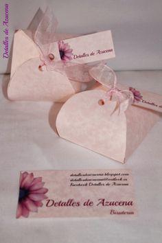 tarjeta y etiqueta están hechas con la misma cartulina