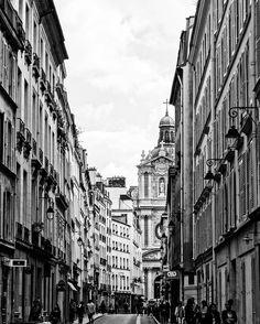 Paris sempre reserva uma surpresa #malasepanelas #paris #viagem #fotodeviagem #conexaoparis #bbctravel #lonelyplanet #bestoftheday #instaphoto #photography #blackandwhite #pb #wanderlust #airfrance #globetrotters #igersparis