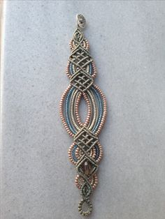 Macramé-this is a bracelet but it would be PERFECT if I could figure out how to make it into a large piece of art for my wall! Gorgeous mix of colours in this macrame bracelet bracelet inspiration photo only Macrame Necklace, Macrame Jewelry, Macrame Bracelets, Loom Bracelets, Macrame Patterns, Jewelry Patterns, Macrame Bracelet Patterns, Micro Macramé, Macrame Tutorial