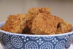 Hawermoutkoekies alias oat crunchies alias oat meal biscuits – sugar on toast Crunchie Recipes, Baking Recipes, Cookie Recipes, Pizza Recipes, 3 Ingredient Cookies, Sweet Tarts, Tray Bakes, Sweet Recipes, Kos