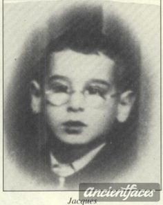 Jacques was deported to Auschwitz with his parents and five siblings in 1943. The whole family died a few days later.