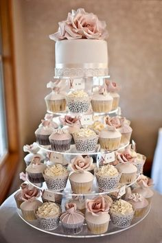 Love the idea of small wedding cake, with wedding cupcakes! by Pikssik