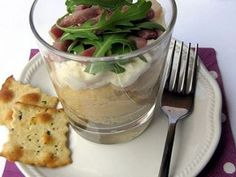 Crema di ceci con stracchino, crudo e rucola Antipasto, Finger Food Appetizers, Appetizer Recipes, Amouse Bouche, Tapas Dinner, Healthy Finger Foods, Mousse, Slow Food, Detox Recipes