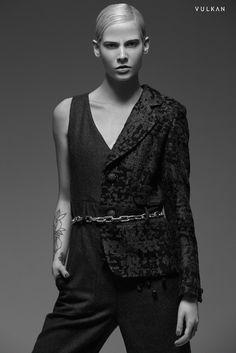 Stylist - Joanna Sambrano - Reexon Escobar - Fashion Photography - Fashion Editorial - Back to Black - Black&white -  Nana Remis by Alba María Álvarez- Lenka Balazova - Vulkan Magazine