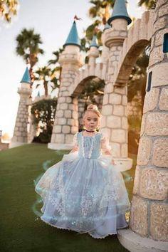 Best Gowns, Amazing Wedding Dress, Halloween Cosplay, Girl Costumes, Dream Dress, Flower Girl Dresses, Disney Princess, Trending Outfits, Wedding Dresses