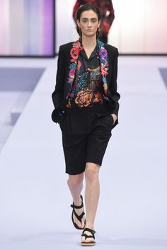 Spring/Summer 2018 Ready To Wear Paul Smith WWW.VOGUE.COM ⓒ CONDÉNAST ASIA PACIFIC. INC. ALL RIGHTS RESERVED. VOGUE.COM KOREA IS OPERATED BY DOOSAN MAGAZINE.