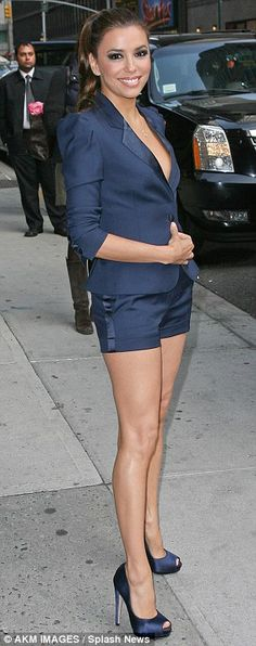Eva Longoria heats up New York in Killer Heels & Hot pants. Blue Shorts Outfit, Navy Blue Shorts, Eva Longoria Style, Shows In Nyc, Leg Work, Dressed To The Nines, Killer Heels, Great Legs, Classy Chic