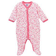 Pyjama imprimé jouets en all-over coloris rose en côte 1x1. Ouverture Y pressionnée. Détails de colletage contrastés.