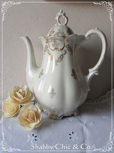 Zauberhafte Goldrand-Kaffeekanne von Mitterteich von Shabby Chic & Co. auf DaWanda.com