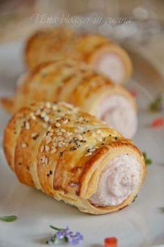 Savory cannoli with ham mousse - - Cannoli, Finger Food Appetizers, Finger Foods, Appetizer Recipes, Antipasto, Wine Recipes, Cooking Recipes, Brunch, Quick Snacks
