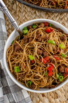 Slimming Eats Syn Free Chilli Beef Noodles - gluten free, dairy free, slimming world and weight watchers friendly Easy Chinese Recipes, Asian Recipes, Beef Recipes, Cooking Recipes, Soup Recipes, Low Carb Brasil, Slimming World Recipes Syn Free, Beef And Noodles, Asian Noodles