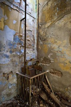 A rusty service lift remains in the main kitchen. (Photo by Marco Secchi/Getty Image