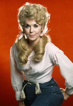 Donna Douglas was an American actress and comedienne, best known for her role as Elly May Clampett in The Beverly Hillbillies. Born: September Died: January 2015 of pancreatic cancer Hollywood Life, Vintage Hollywood, Hollywood Stars, Classic Hollywood, Female Actresses, Actors & Actresses, Donna Douglas, The Beverly Hillbillies, Frankie And Johnny