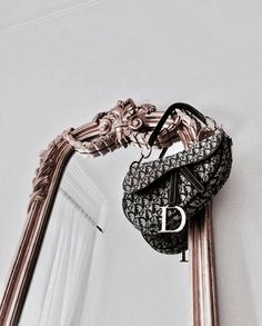 Find images and videos about fashion, style and luxury on We Heart It - the app to get lost in what you love. Luxury Bags, Luxury Handbags, Fall Handbags, Luxury Purses, Fashion Bags, Fashion Accessories, Fashion Ideas, Fashion Clothes, Fashion Fashion