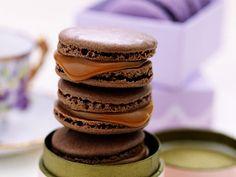 Chokladmacarons med saltkola | Recept från Köket.se