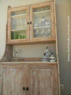 efecto madera lavada Decoupage Furniture, Vintage Furniture, White Washed Furniture, Chalky Paint, Creative Decor, China Cabinet, Bathroom Medicine Cabinet, Living Room Designs, Wood Crafts