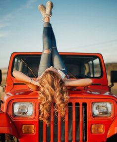 Women who love Jeeps make up a unique subculture within the culture of Jeep enthusiasts that are part of a larger group or culture of enthusiasts. These women are like-minded, embrace new people and Jeep Jk, Jeep Truck, Trucks And Girls, Car Girls, Girl Car, Girl Photo Shoots, Girl Photos, Truck Senior Pictures, Jeep Wrangler Girl