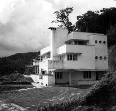 modernist house in johore Industrial Architecture, Architecture Details, Streamline Moderne, Art Deco Buildings, Art Deco Home, Mid Century House, House Plans, Cyber Punk, Exterior