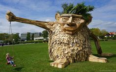 Giant mythical creatures by Thomas Dambo are sculpted out of found scrap wood and recycled materials. #art #sculpture