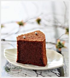 I wonder why this cake is called Japanese Dark Pearl Chiffon Cake but it had been very popular among many food bloggers. I just saw Eileen and Ellena posted this recipe recently. I promised myself that I'm going to bake one soon. So here is my cake. I totally agree with Ellena, the cake is …