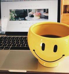 Monday Vibes ☀️ #happymonday #Monday #vibes #yyc #blogger #yycblogger #coffee #mug #smile