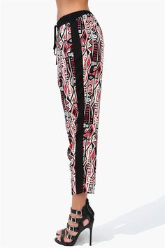 One Love Harem Pants in Multi Fashion Pants, Fashion Outfits, Womens Fashion, Spring Summer Fashion, Autumn Fashion, Cool Outfits, Summer Outfits, Classy And Fabulous, Clothing Ideas