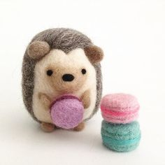 Beautiful Needle felting wool hedgehog (Via @wildwhimsywoolies)