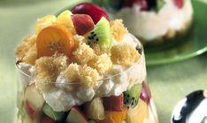 Tra le ricette dei dolci più facili c'è di certo questa deliziosa coppa con frutta fresca, crema di riso e yogurt e pan di Spagna Fruit Salad, Yogurt, Dessert, Sweet, Food, Winter Time, Cream, Spring, Candy
