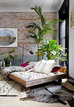 Tropical Decor Inspiration | Feng Shui Interior Design (this one from @domainehome ) realpalmtrees.com
