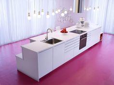 metod küchen pink boden weiße schränke
