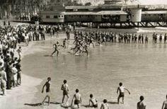 Finales de los cincuenta. Foto de Sancchez (AMA) Los tragamillas lanzándose al agua para la vuelta a la escollera. Paco Rodriguez Valderrama.