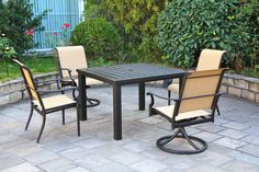 Oak Creek Sherwood dining set from #Hanamint available at #Stauffers #Rohrerstown and #Mechanicsburg #Patio Showrooms.