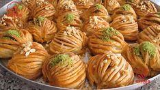 BAKLAVA AÇMASINI BİLMİYORSAN DERT ETME !!!BU TARİF TAM SANA GÖRE OKLAVASIZ East Dessert Recipes, Easy Desserts, Pita Recipes, Pastry Recipes, Turkish Recipes, Ethnic Recipes, Turkish Sweets, Tandoori Masala, Turkish Delight