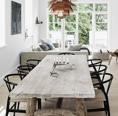 Love this table and chairs.