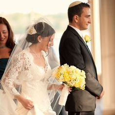 Modern twists on popular Jewish wedding traditions ~must read before my Jewish one since I know nothing about them~