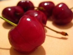 According to Gaiam, cherries are one of the best natural anti-inflammatories! Think I'll add dried cherries to my granola, oatmeal or salad soon and see if I notice a difference. Health And Nutrition, Health And Wellness, Health Benefits Of Cherries, Runners Food, Dried Cherries, Thing 1, Vegan Dishes, Health Remedies, No Cook Meals