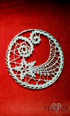 When bobbin lace is used for making Christmas ornaments. And your home is charmingly glowing in all its glory. Hairpin Lace Crochet, Crochet Motif, Crochet Stitches, Cross Stitches, Crochet Shawl, Lace Earrings, Lace Jewelry, Crochet Earrings, Bobbin Lacemaking