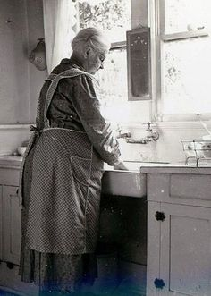 By hand. That looks like MY grandma! Apron and all! I miss you Grandma. What wonderful memories! Vintage Pictures, Old Pictures, Old Photos, Antique Photos, Le Far West, Coastal Cottage, The Good Old Days, Vintage Photographs, Country Life