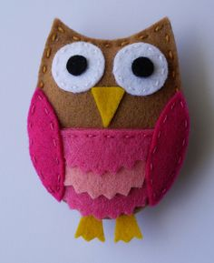 felt owl - I have got to make these. They'd be great to sell at a craft fair! Voor vilt: www. Owl Crafts, Cute Crafts, Crafts To Sell, Fabric Crafts, Sewing Crafts, Sewing Projects, Craft Projects, Owl Sewing, Sewing Diy