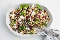 17-minute pearl couscous salad Summer Salad Recipes, Summer Salads, Cilantro, Fresco, Pearl Couscous Salad, Vegetarian Starters, Vegetarian Cooking, Sticky Pork, Queso Feta