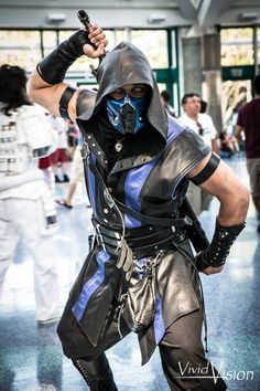 For each good picture of a male cosplayer you find online, there's plenty more featuring females. However, today, I'm looking to change all that by featurin