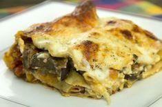 Πεντανόστιμα λαζάνια με μελιτζάνες και φέτα καλυμμένα με πανεύκολη αλλά νοστιμότατη μπεσαμέλ. Τα λαζάνια με μελιτζάνες είναι ένα εξαιρετικό, αγαπημένο πιάτο της Ιταλικής κουζίνας που γίνεται με μελιτζάνες και άσπρο τυρί μοτσαρέλα ή ρικότα. Εδώ σας δίνουμε αυτή την υπέροχη συνταγή για να απολαύσετε αυτό το υπέροχο Pasta Recipes, Cooking Recipes, Healthy Recipes, Cooking Ideas, Greek Recipes, Vegetable Recipes, Eat Greek, Food Decoration, Lasagna