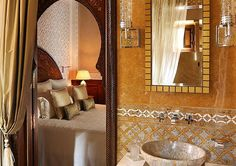 If you are a color and pattern and Moroccan design afficionado, one of the best hotels to see is the glamorous, luxurious Royal Mansour in Marrakech. India Home Decor, Moroccan Home Decor, Moroccan Design, Moroccan Pattern, Marble Wall, Wall Patterns, Bath Design, Marrakech, Best Hotels