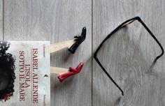 Chic & shiny shoes bookmarks  #etsy #ninacaterinamuller #instagram #etsyshop #etsyfinds #etsygift #booklover #bookgift #redshoes #blackshoes #newshoes #shinyshoes #handmade #funnygift #christmasgift #bookaddict #bookaddiction #bookandcoffee #bookandtea #bookandcandle #bookandcat #bookandcake