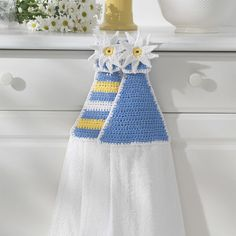 Bright daisies and bold stripes adorn these fun towel toppers, shown in Lily Sugar 'n Cream. Crochet Cable, Free Crochet, Crochet Towel Topper, Flower Granny Square, Crochet Home Decor, Knitting Supplies, Lace Doilies, Craft Sale, Pattern Books