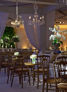 A Jewish wedding in Sao Paulo, Brazil.  Chosen colors: green, white and gold