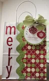 Time to start thinking Christmas wrapping on top of all the Christmas making. Here is a gift bag I made for the holiday season! Ingredie...