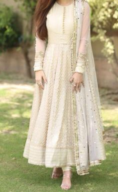 Pakistani Fashion Party Wear, Indian Fashion Dresses, Indian Bridal Outfits, Indian Gowns Dresses, Dress Indian Style, Indian Designer Outfits, Bridal Dresses, Latest Pakistani Fashion, Indian Skirt