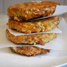 Galettes polenta épinards - Comment j'ai changé de vie Zucchini Rolls, Veggie Recipes, Healthy Recipes, Plat Vegan, Canned Blueberries, Vegan Scones, Gluten Free Flour Mix, Scones Ingredients, Smoked Cheese
